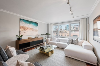 Luminous and Beautifully Renovated Upper East Side Corner 1 Bedroom